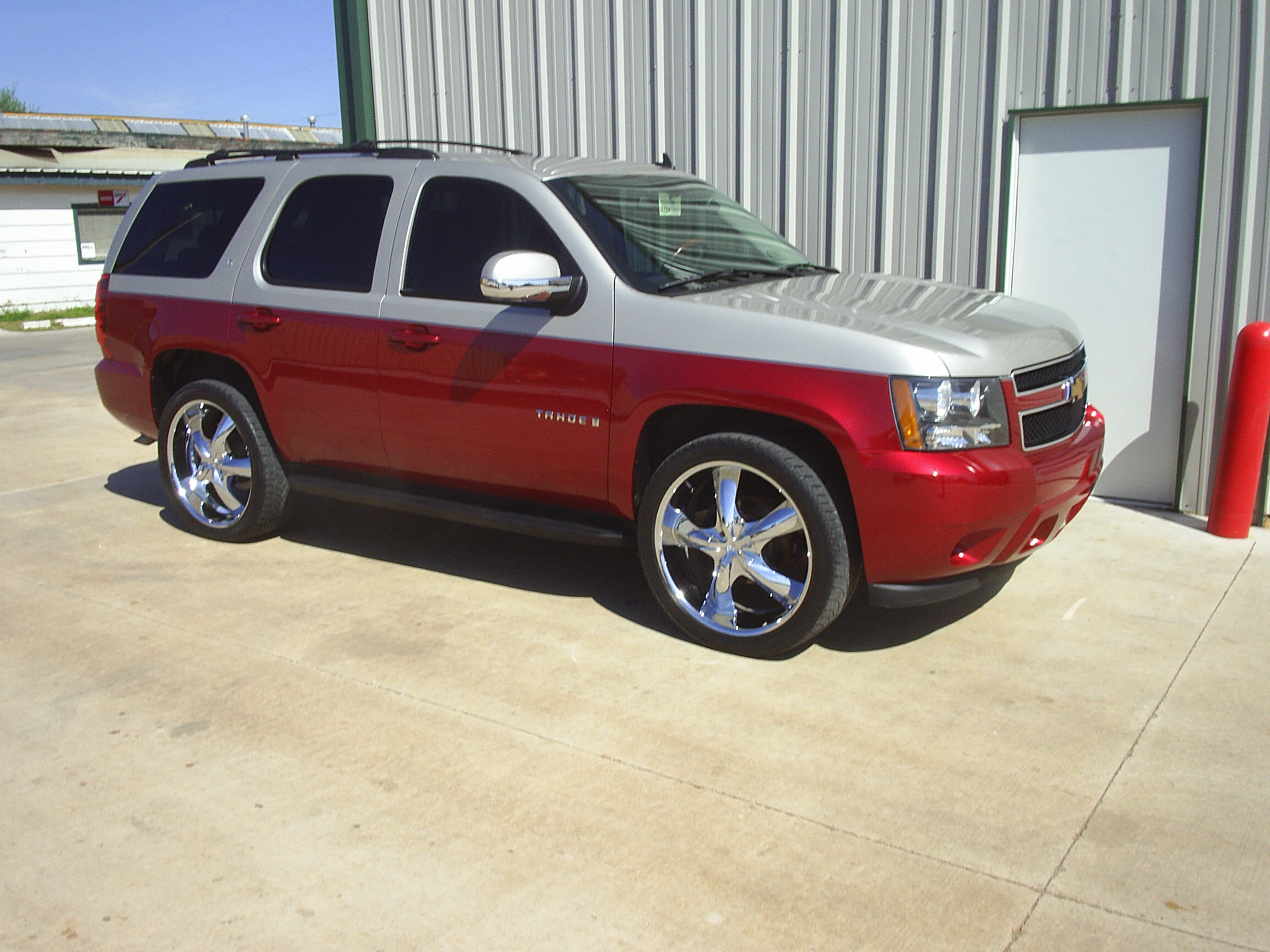Custom two-tone Tahoe by Body Worx of Guthrie
